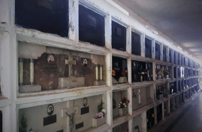 Las tumbas negras del cementerio de Carcarañá