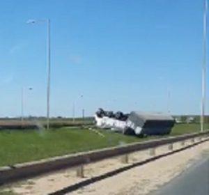 Volcó un camión en la Autopista Rosario – Córdoba